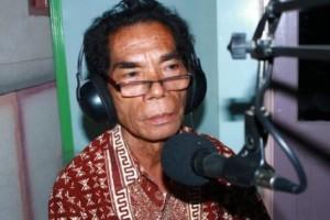Frans Wora Hebi - Senang Menulis, tinggal di Waingapu
