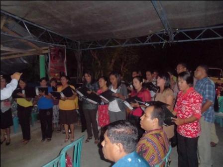 Paduan Suara Victoria GKS Waingapu Semarakan Natal Bersama Paguyuban Wuamesu Ende