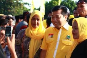 Setya Novanto Calon Anggota DPR RI Partai Golkar Dapil NTT 2 foto bersama pendukungnya setelah Kampanye Terbuka di Lapangan Matawai Sumba Timur