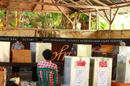 Dos dari Gardus digunakan sebagai kotak pencoblosan di TPS 06 Kelurahan Prailiu Kecamatan Kambera Sumba Timur-NTT