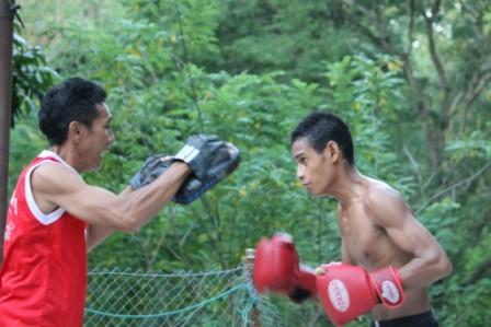 Petinju Sumba Timur Redyanto M. Willi Bertading di kelas 46 Kg. Wapres CUp III Palembang