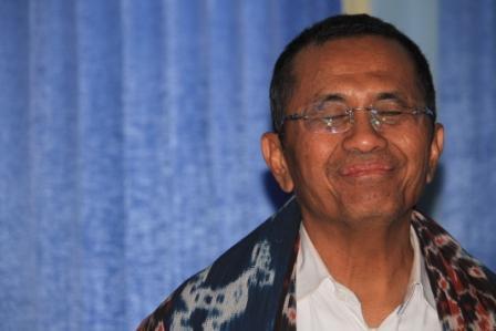 Menteri BUMN Dahlan Iskan di Bandara UMK