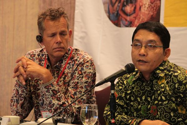 Direktur Bioenergi Kementrian ESDM Dadang Kusdiana (Baju Hijau ) [ Foto : Heinrich Dengi ]