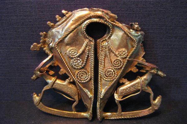 Mamuli Sumba [ Foto : http://01islands.org/sumba-mamuli-gold-jewelry/ ]