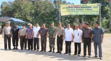 Foto Bersama Usai Simulasi Pengamanan Pemilu Sumba Timur [Foto: Heinrich Dengi]