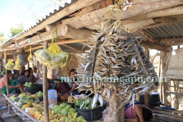 Pasar Sorong Mondu [Foto Heinrich Dengi]