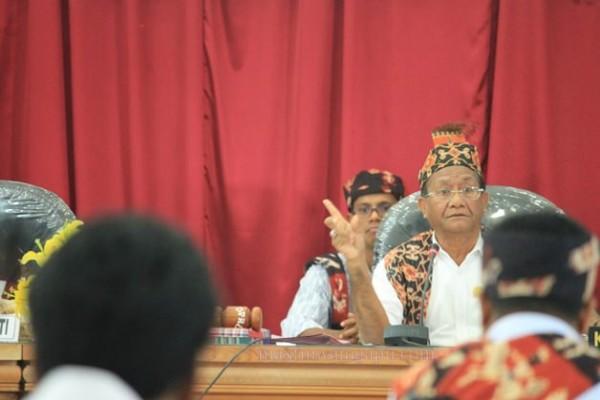 Ketua DPRD Sumba Timur : Palulu P Ndima [Foto: Heinrich Dengi]