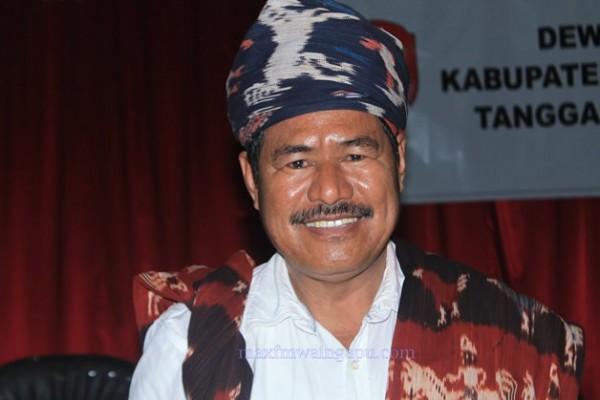 Penjabat Bupati Sumba Timur  Yohanis Lakar Hawula [Foto: Heinrich Dengi]