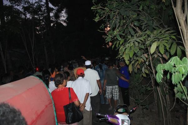 Arak-arakan warga menuju pertemuan terbatas MK-AL di Wangga Tabak [Foto: Heinrich Dengi]