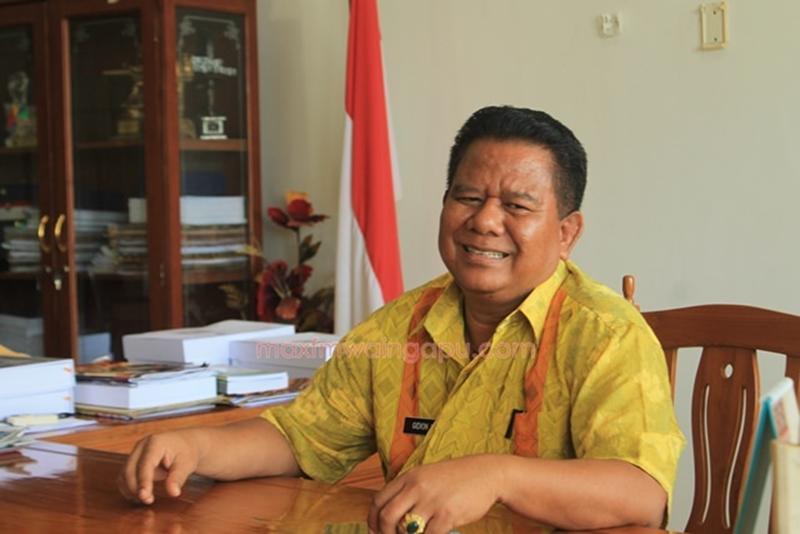 Bupati Sumba Timur: Drs. Gidion Mbilijora M.Si. [Foto: Heinrich Dengii]